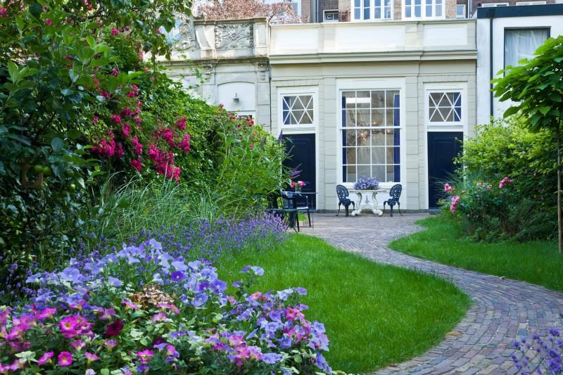 Tuinhuis aan de gracht home - Terras en tuin ontwikkeling foto ...